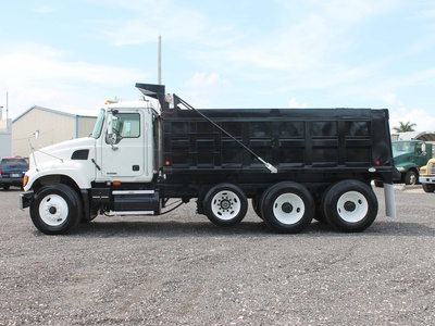 USED 2006 MACK GRANITE TRI-AXLE STEEL DUMP TRUCK #2551-7