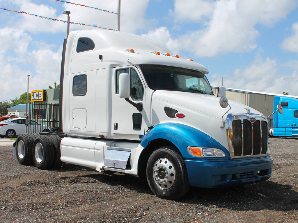 USED 2005 PETERBILT 387 TANDEM AXLE SLEEPER TRUCK #2566