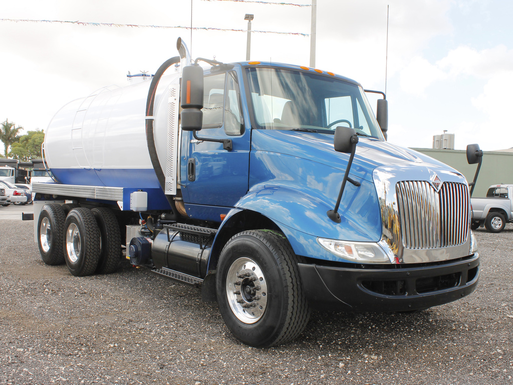 USED 2008 INTERNATIONAL 8600 SEPTIC TANK TRUCK #2591