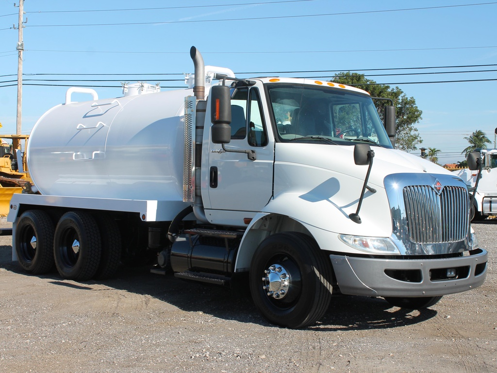 USED 2010 INTERNATIONAL TRANSTAR 8600 SEPTIC TANK TRUCK #2688