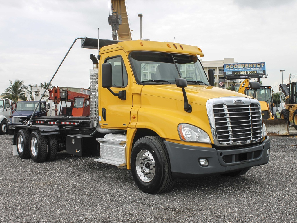 USED 2011 FREIGHTLINER CASCADIA ROLL-OFF TRUCK #2736