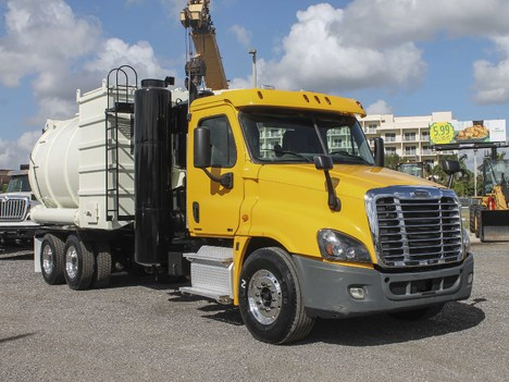 2012 FREIGHTLINER CASCADIA Septic Tank Truck #2771