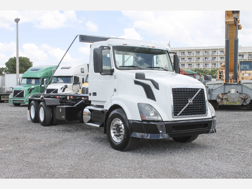 USED 2012 VOLVO VNL42 SINGLE AXLE DAYCAB TRUCK #123840