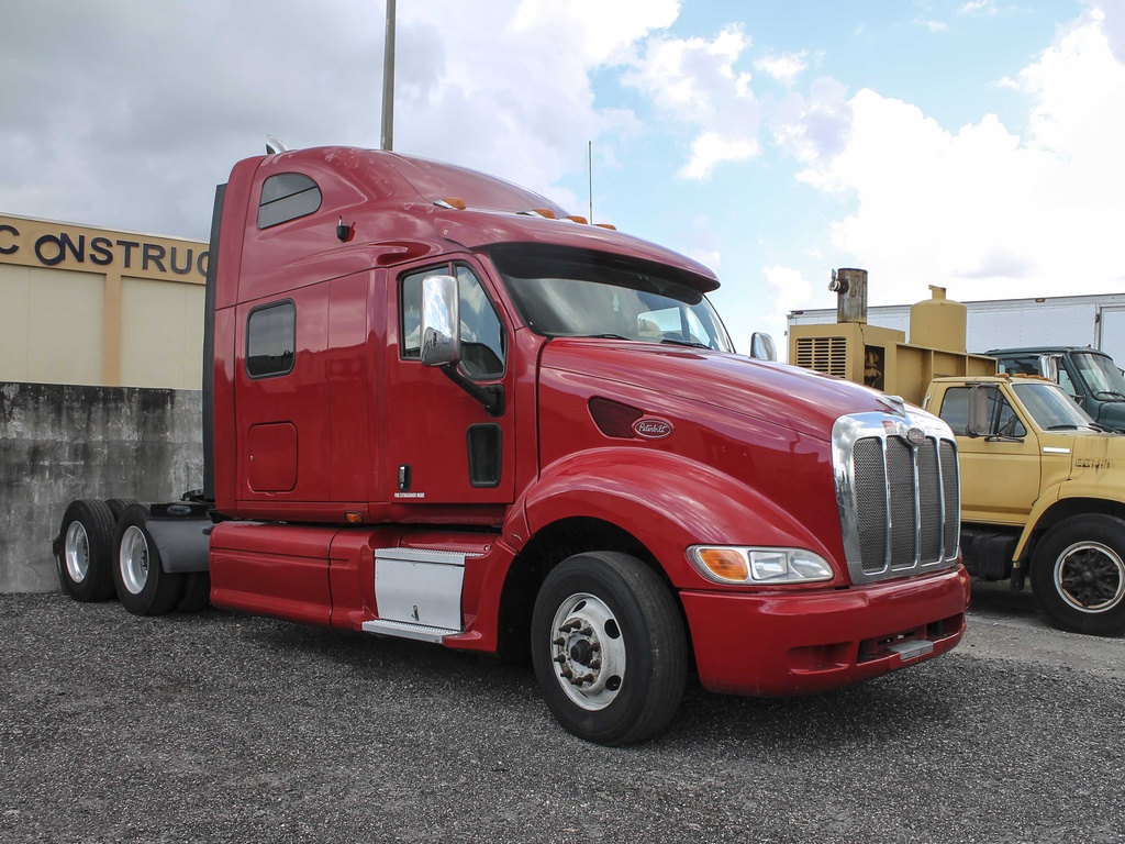 USED 2010 PETERBILT 387 TANDEM AXLE SLEEPER TRUCK #131382