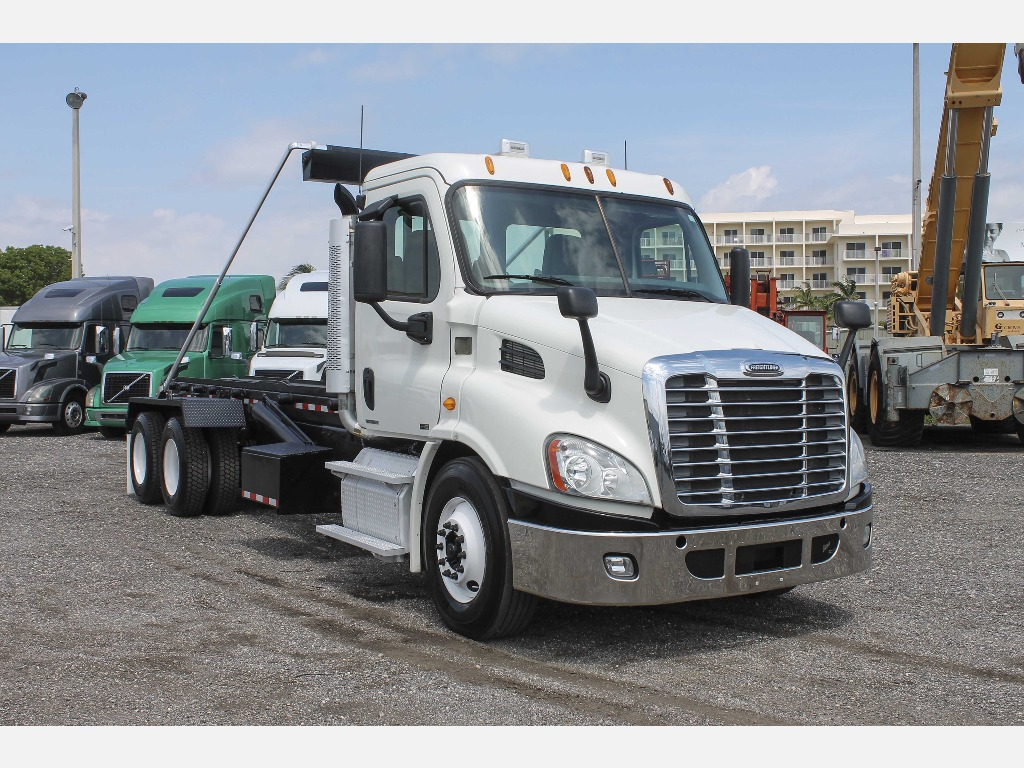 USED 2012 FREIGHTLINER CASCADIA SINGLE AXLE DAYCAB TRUCK #132146