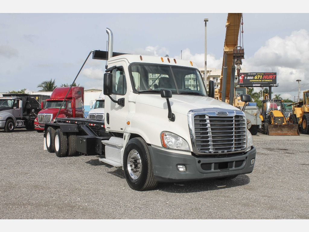 USED 2012 FREIGHTLINER CASCADIA ROLL-OFF TRUCK #2899