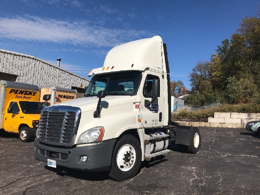 USED 2013 FREIGHTLINER CASCADIA SINGLE AXLE DAYCAB TRUCK #2922