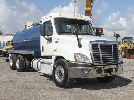 2013 FREIGHTLINER CASCADIA Single Axle Daycab #2923