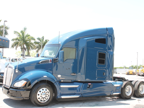 2014 KENWORTH T680 Tandem Axle Sleeper #2952