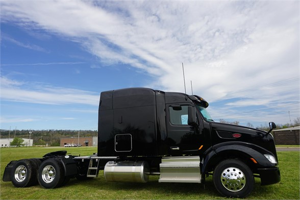 NEW 2019 PETERBILT 579 SLEEPER TRUCK #1784