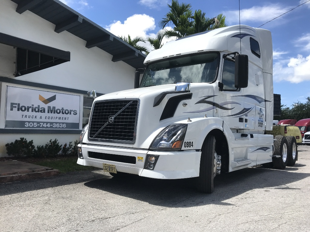USED 2012 VOLVO VNL 670 TANDEM AXLE SLEEPER TRUCK #1104