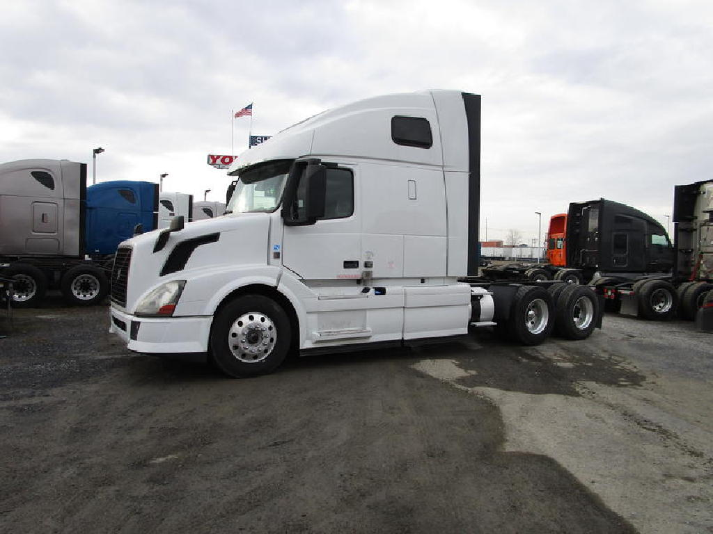 USED 2014 VOLVO VNL 670 TANDEM AXLE SLEEPER TRUCK #1285