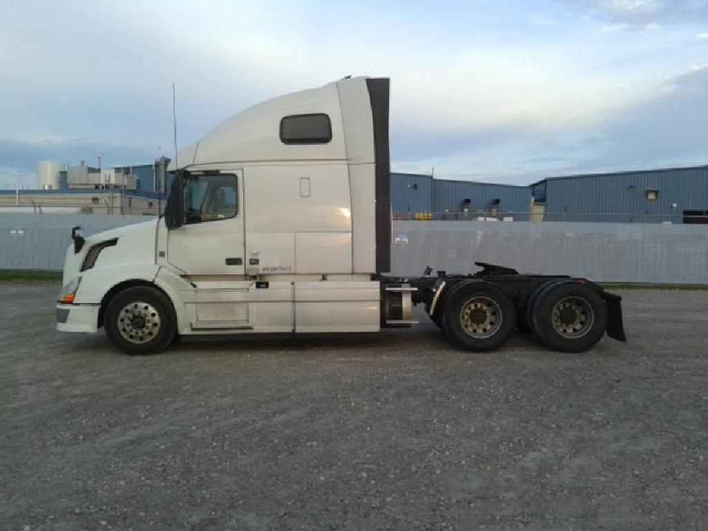 USED 2014 VOLVO VNL 670 TANDEM AXLE SLEEPER TRUCK #1287
