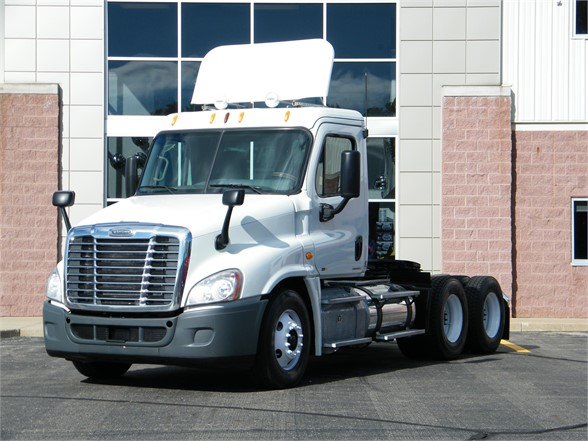 USED 2012 FREIGHTLINER CASCADIA 125 DAYCAB TRUCK #11553