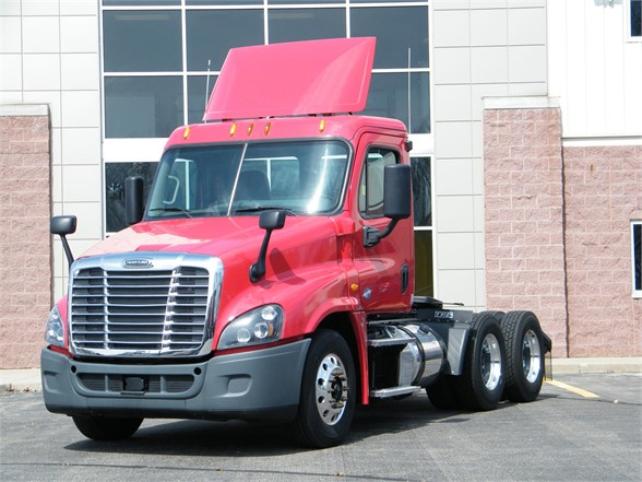 USED 2015 FREIGHTLINER CASCADIA 125 DAYCAB TRUCK #11926