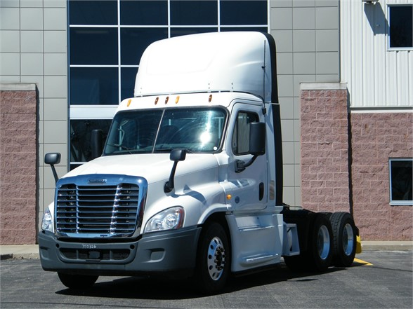USED 2014 FREIGHTLINER CASCADIA 125 DAYCAB TRUCK #11979