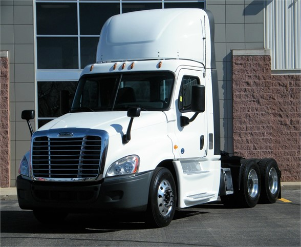 USED 2014 FREIGHTLINER CASCADIA 125 DAYCAB TRUCK #11985