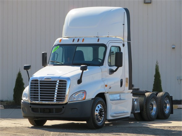 USED 2014 FREIGHTLINER CASCADIA 125 DAYCAB TRUCK #11987