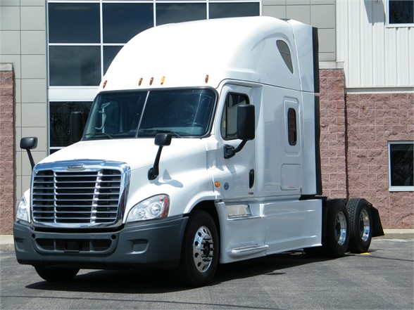 USED 2015 FREIGHTLINER CASCADIA 125 EVOLUTION SLEEPER TRUCK #12000