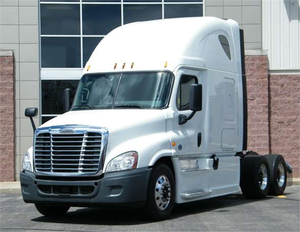 USED 2015 FREIGHTLINER CASCADIA 125 EVOLUTION SLEEPER TRUCK #12001