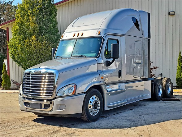 USED 2015 FREIGHTLINER CASCADIA 125 EVOLUTION SLEEPER TRUCK #12021