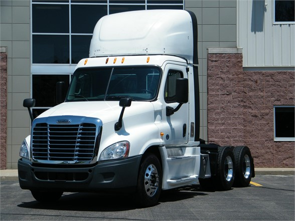 USED 2015 FREIGHTLINER CASCADIA 125 DAYCAB TRUCK #12147