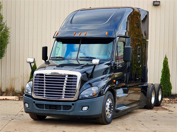 USED 2014 FREIGHTLINER CASCADIA 125 SLEEPER TRUCK #12162