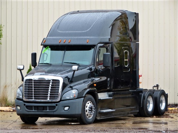 USED 2014 FREIGHTLINER CASCADIA 125 SLEEPER TRUCK #12167