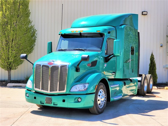USED 2017 PETERBILT 579 SLEEPER TRUCK #12408