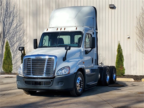 2016 FREIGHTLINER CASCADIA 125 Daycab #1