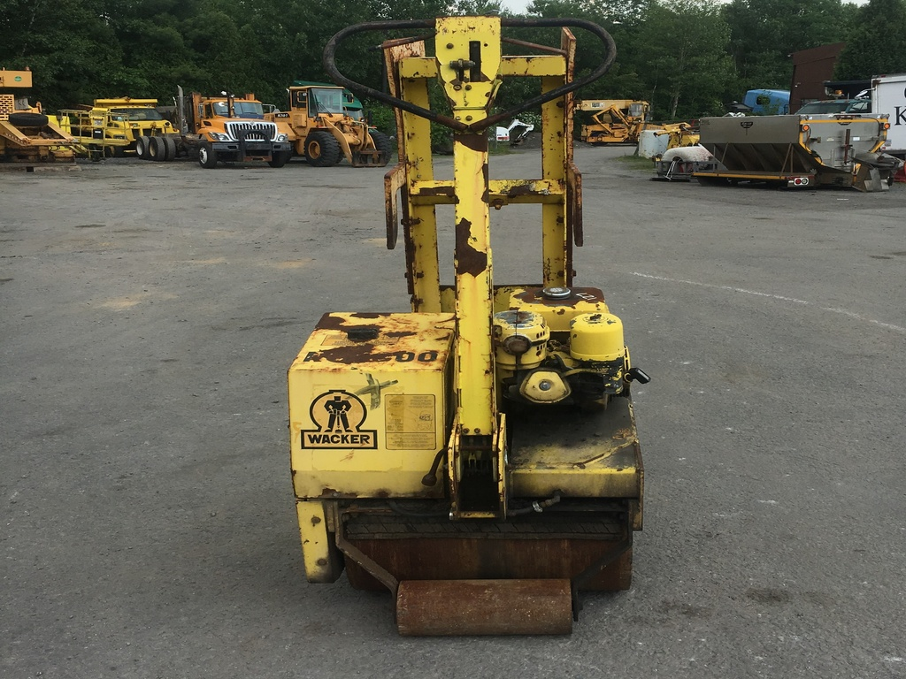 USED 1993 WACKER PATCH DRUM / ROLLER COMPACTOR EQUIPMENT #2083