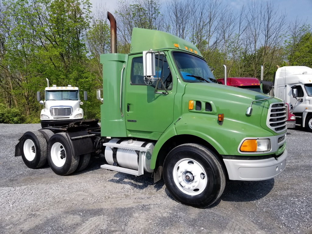 2010 STERLING AT9500 Tandem Axle Daycab