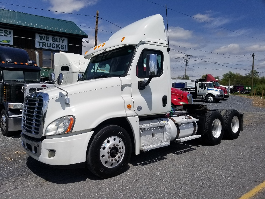 USED 2013 FREIGHTLINER CASCADIA TANDEM AXLE DAYCAB TRUCK #9136