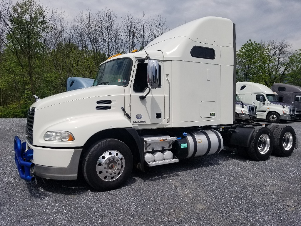 2015 MACK Pinnacle CXU613 Tandem Axle Sleeper #166