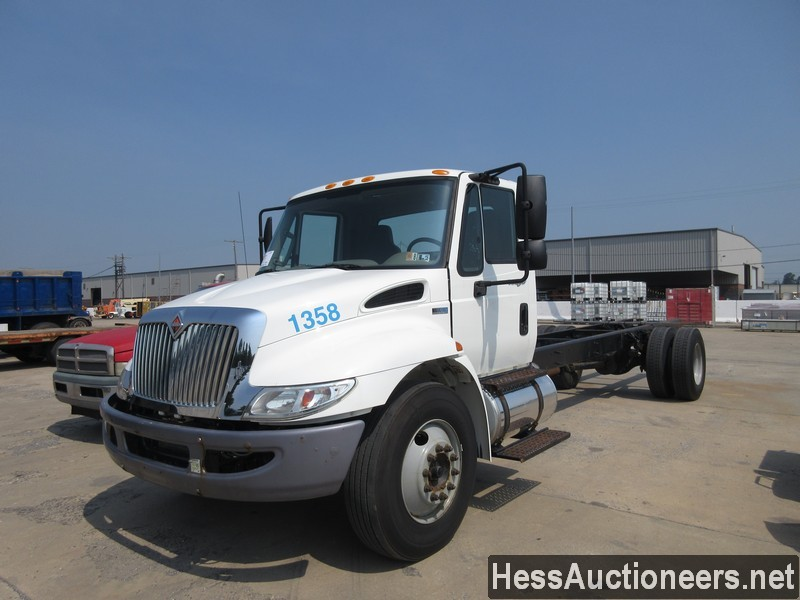 2011 INTERNATIONAL 4300 Cab Chassis Truck