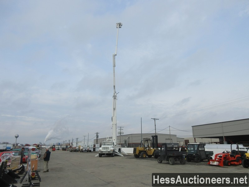 USED 2000 INTERNATIONAL 4900 BUCKET BOOM TRUCK TRAILER #27593-23