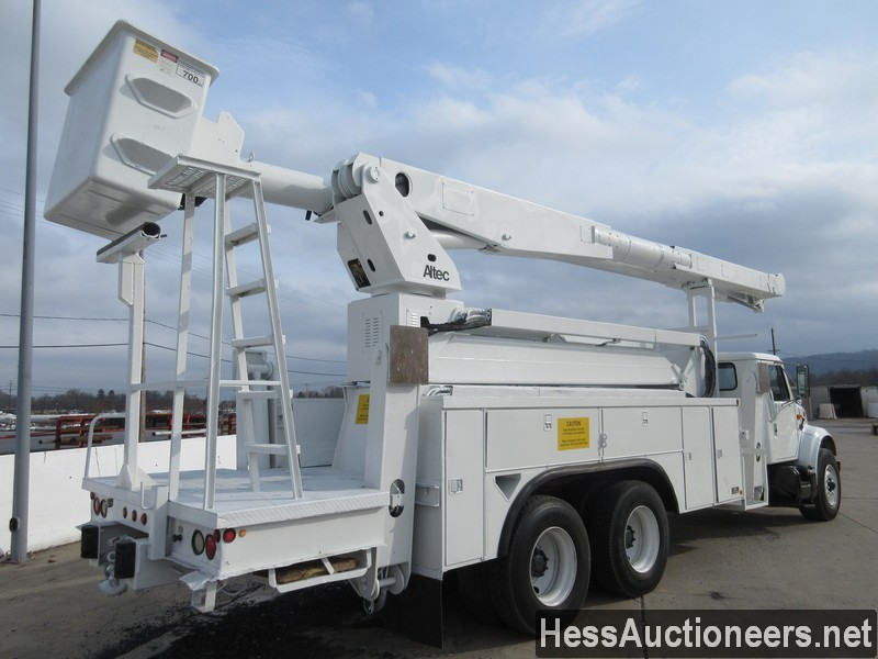 USED 2000 INTERNATIONAL 4900 BUCKET BOOM TRUCK TRAILER #27593-3