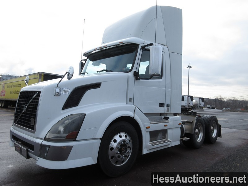 USED 2009 VOLVO VNL64T300 TANDEM AXLE DAYCAB TRAILER #28766