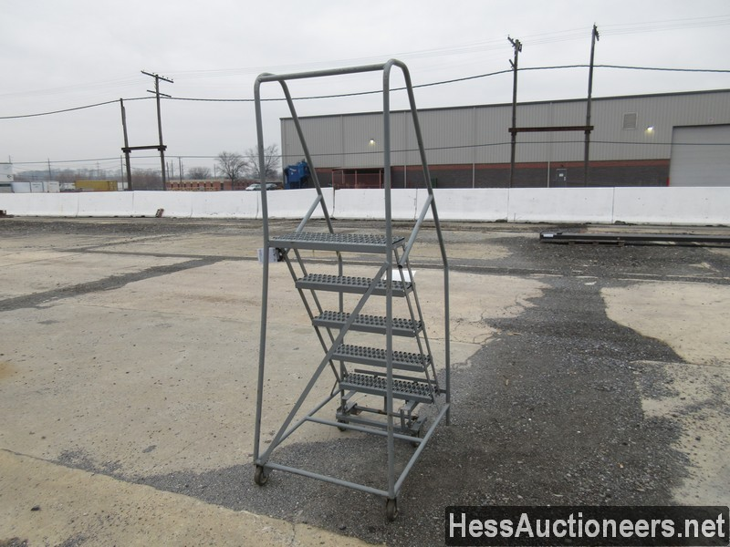 USED OTHER 5 STEP ROLLING LADDER EQUIPMENT #35388-2