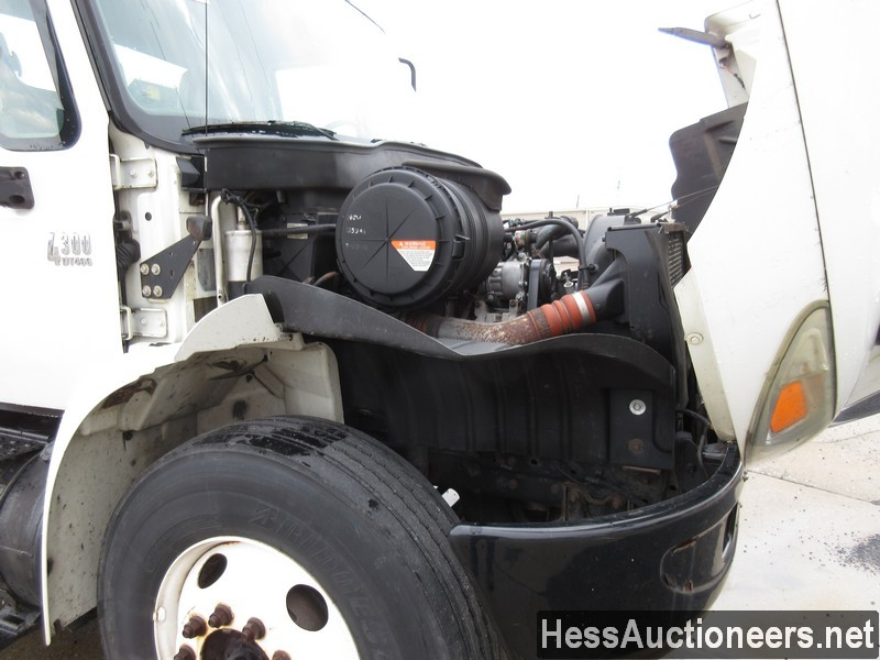 USED 2005 INTERNATIONAL 4300 SERVICE - UTILITY TRUCK TRAILER #35462-6