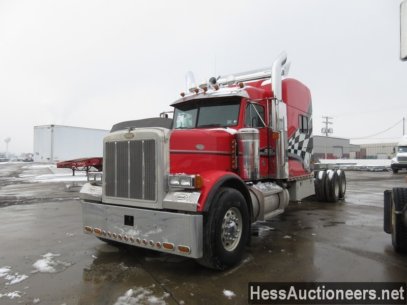 USED 2000 PETERBILT 379 TANDEM AXLE SLEEPER TRAILER #35473