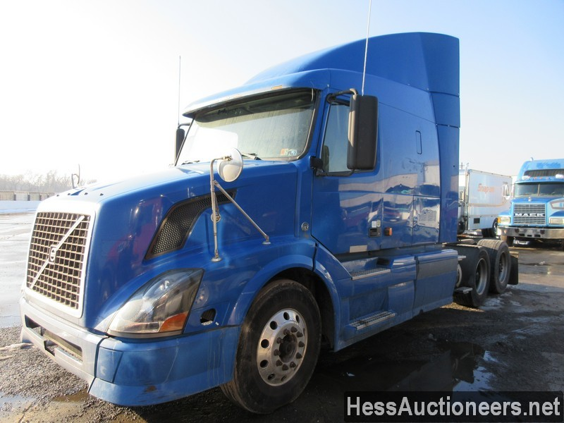 USED 2007 VOLVO VNL64T TANDEM AXLE SLEEPER TRAILER #35665
