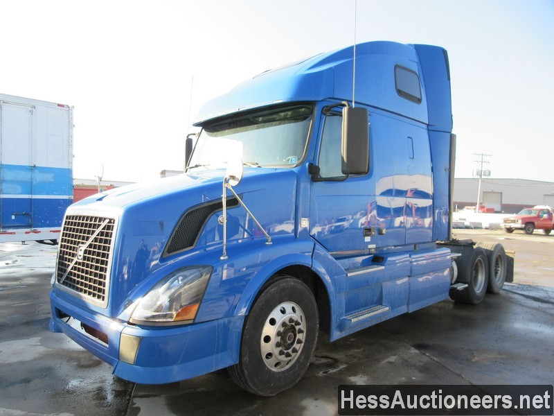 USED 2010 VOLVO VNL TANDEM AXLE SLEEPER TRAILER #35668