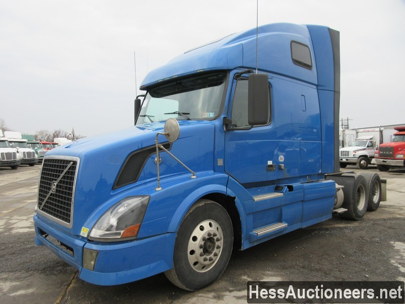 USED 2012 VOLVO . TANDEM AXLE SLEEPER TRAILER #35677