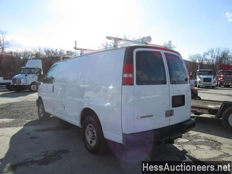 USED 2007 CHEVROLET EXPRESS MINI VAN PASSENGER VEHICLE #35893-4