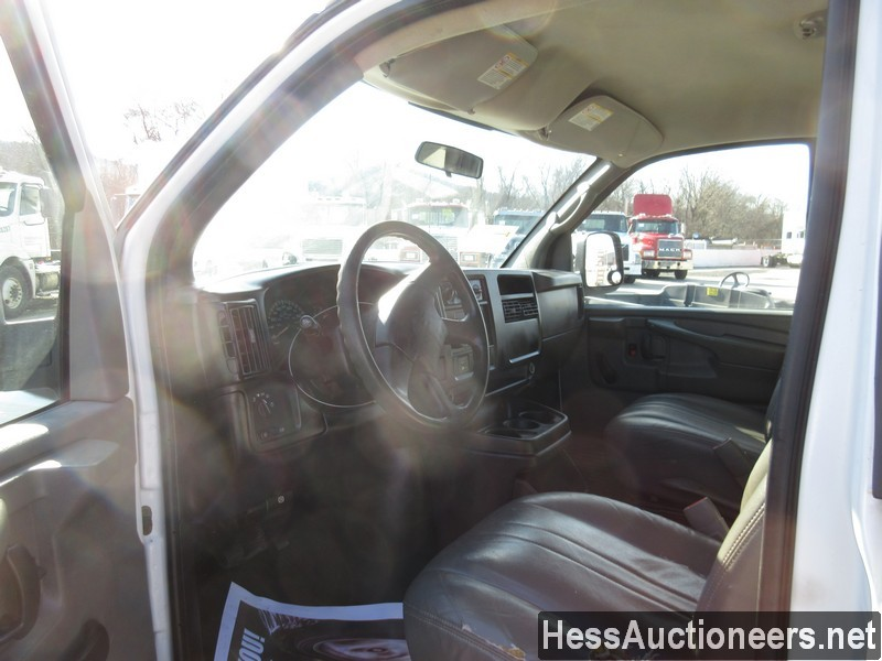 USED 2007 CHEVROLET EXPRESS MINI VAN PASSENGER VEHICLE #35893-6