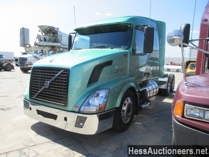 USED 2007 VOLVO VNL64T-630 TANDEM AXLE SLEEPER TRAILER #38303