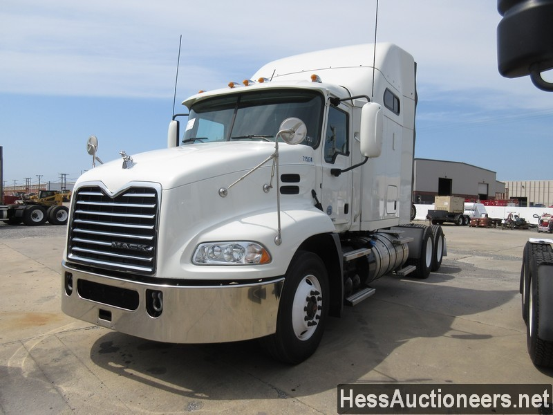 USED 2015 MACK CXU613 TANDEM AXLE SLEEPER TRAILER #38877