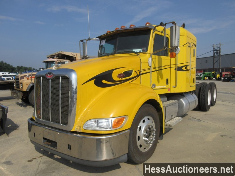 USED 2010 PETERBILT 386 TANDEM AXLE SLEEPER TRAILER #39339