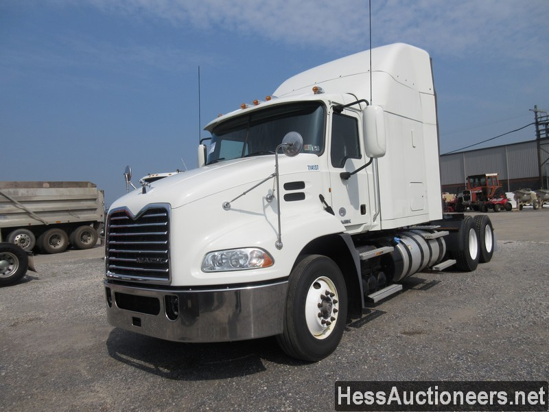 USED 2014 MACK CXU613 TANDEM AXLE SLEEPER TRAILER #39373